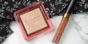 Beitragsbild des Blogbeitrags Indie Makeup Review – Nabla Cosmetics Skin Glazing Ozon Highlighter und Dreamy Creamy Liquid Lipstick Eve