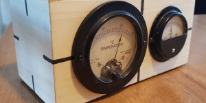 Beitragsbild des Blogbeitrags Bring two analog meters out of retirement to display temperature and humidity