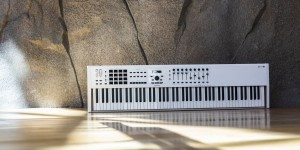 Beitragsbild des Blogbeitrags Arturia Refreshes The KeyLab 88 MIDI Keyboard Controller With CV/Gate Outputs & More