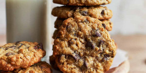 Beitragsbild des Blogbeitrags Oatmeal Raisin Chocolate Chip Cookies