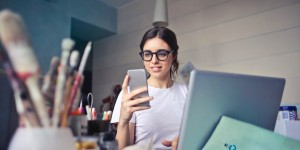 Beitragsbild des Blogbeitrags Brain Drain: How Your Smartphone Takes a Toll on Your Thinking | Journal of the Association for Consumer Research: Vol 2, No 2